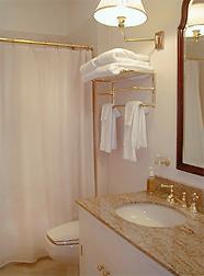Hedgewood bathroom